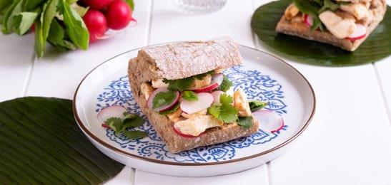 baguette_met_gebakken_kip_en_shiracha