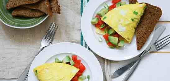 omelet_met_tomaten_avocadosalsa